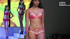 Indian model'_s nude ramp show Exposed! Full-HD